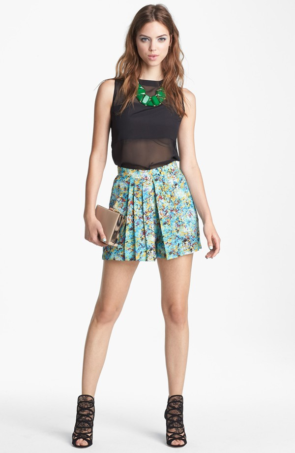 WAYF-Pleated-Print-Shorts