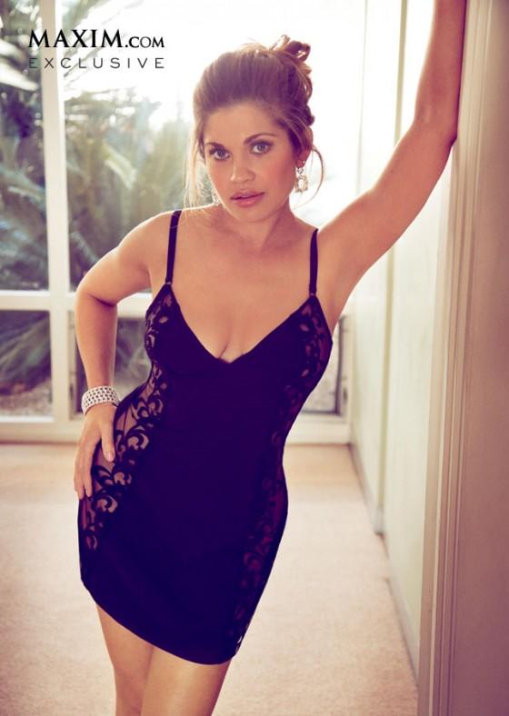 Danielle-Fishel---Maxim-Magazine-(April-2013)-06-560x788