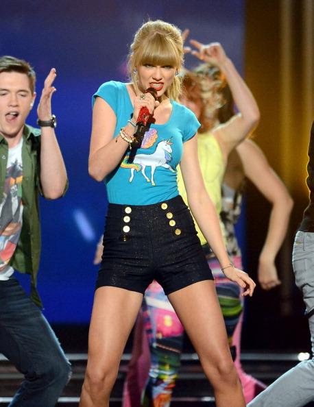 Taylor Swift 2013 Billboard Music Awards: high-waisted shorts