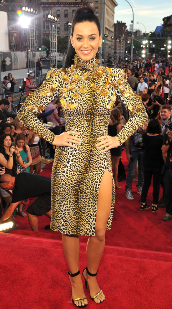 katy-perry-vma-red-carpet-2013