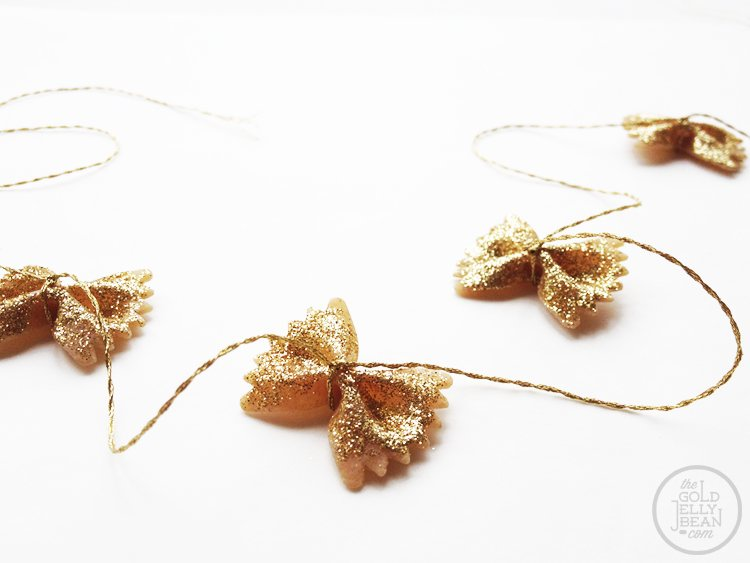 diy-holiday-deocrations-bowtie-pasta-garland