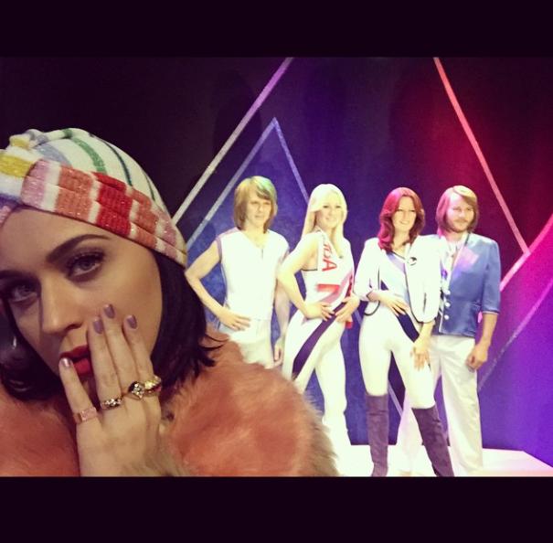 Katy-Perry-Rainbow-Turban