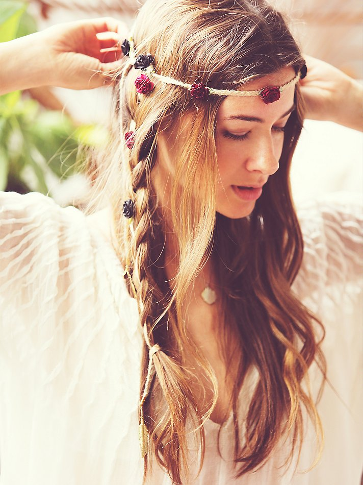 coachella-hair-floral-braid-ins