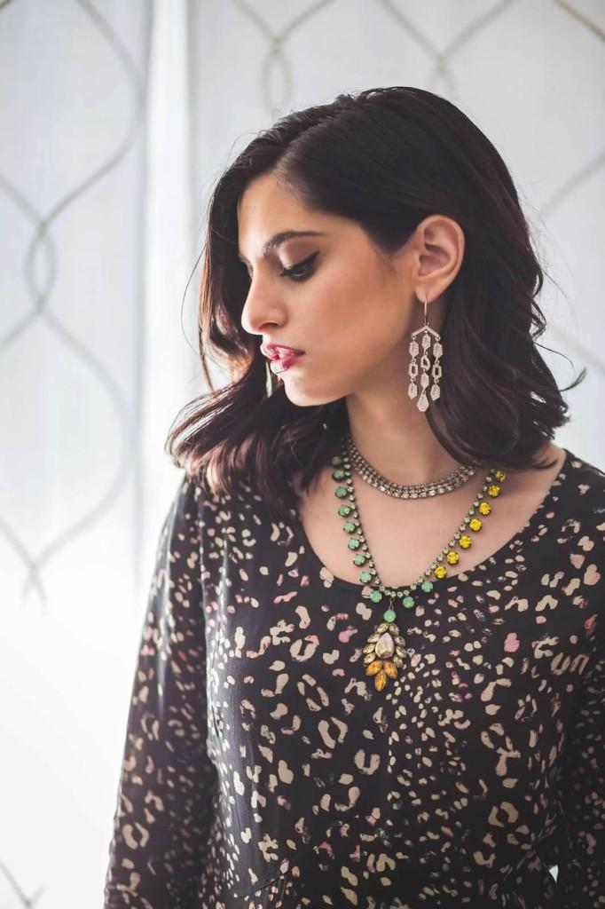 How to wear statement fashion jewelry